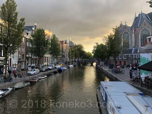 運河沿いの旧教会