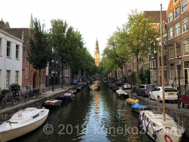 運河越しに見る南教会の時計台