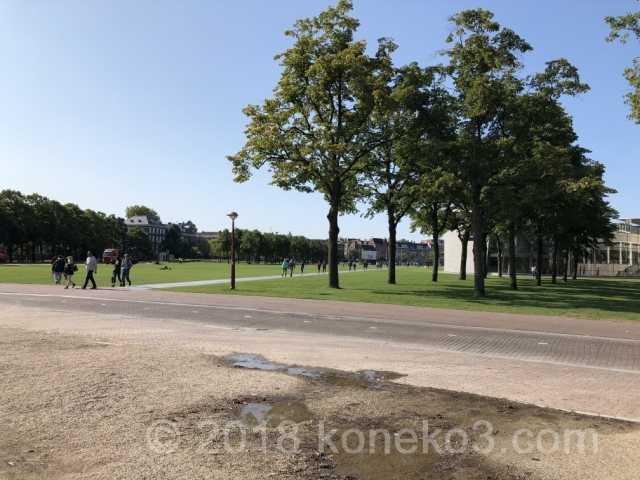 広大なミュージアム広場