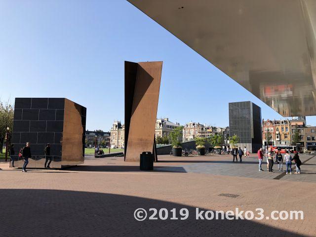 市立美術館とモニュメント