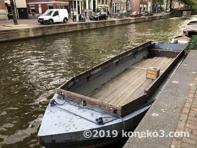 ホステルの前の運河