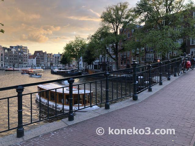 運河と夕暮れ