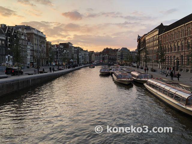 運河と日暮れ