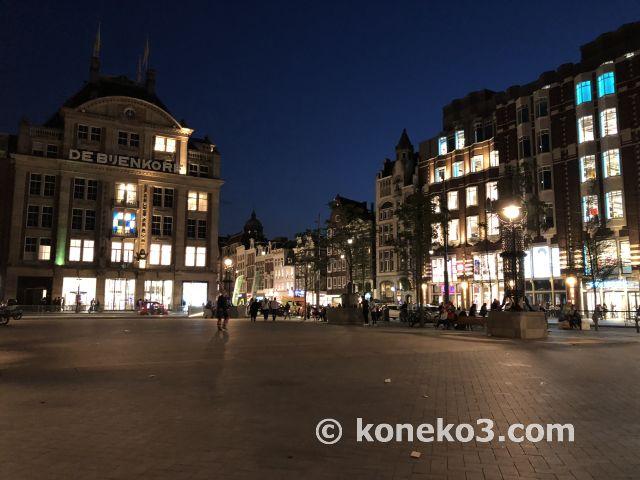 夜のダム広場