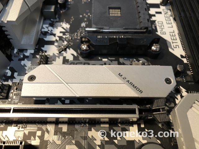 M.2-SSDスロットとヒートシンク