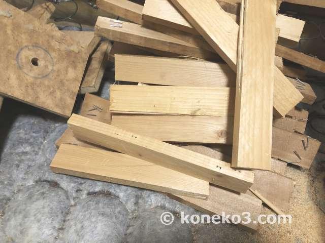 ベッドの木製フレームの解体