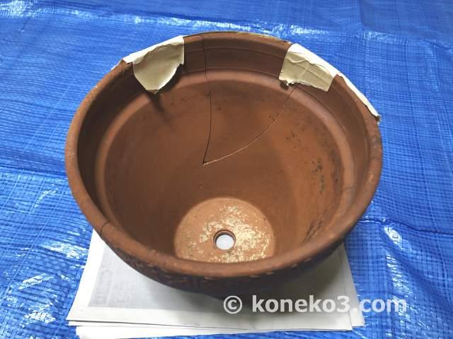 割れた素焼き鉢