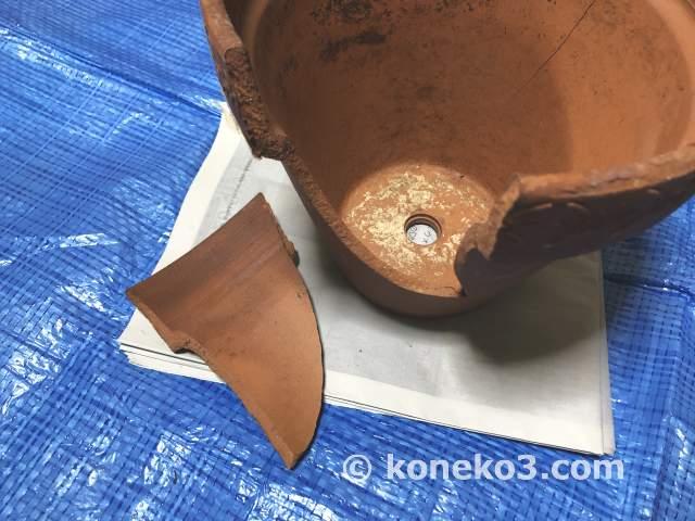 植木鉢の修復作業