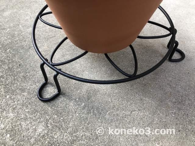 花台と小さな鉢の組み合わせ