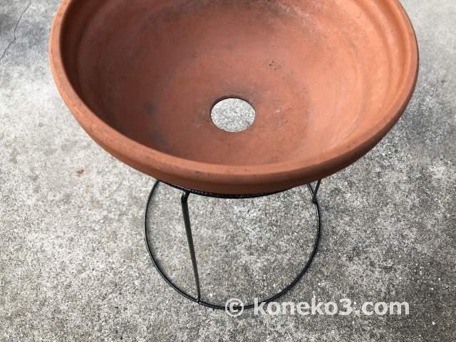 浅型のボール鉢を置いた状態
